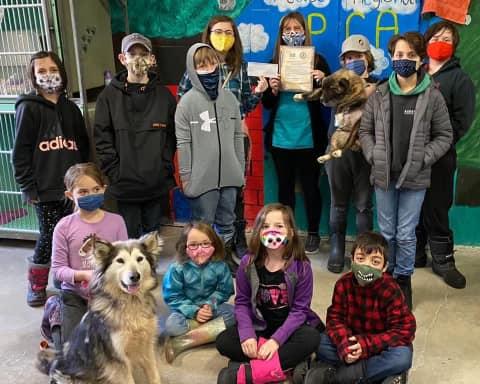 Groupe d'enfants à la SPCA
