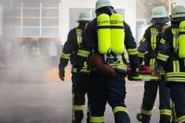 Pompiers en pleine opération de secourisme
