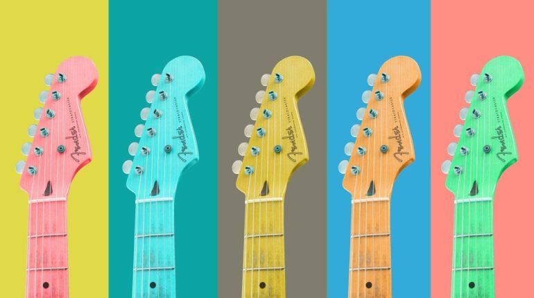 Cinq guitares de toutes les couleurs