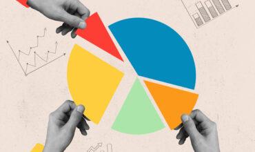 Un camembert de statistiques divisé en 5 couleurs avec trois mains